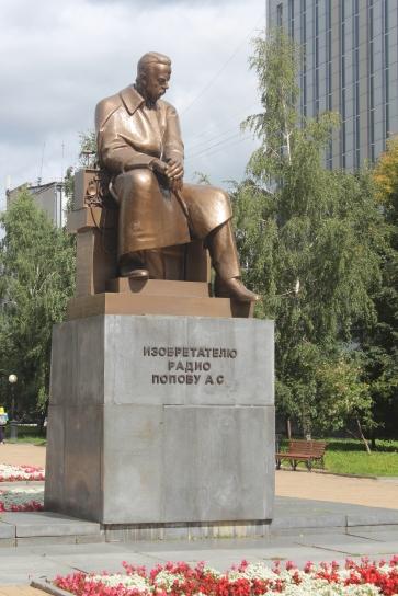 statue of a radio engineer